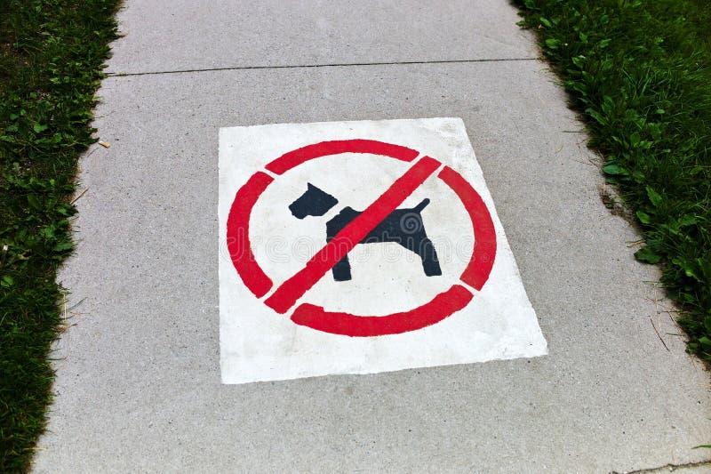 Acera, perros prohibidos fotos de archivo libres de regalías