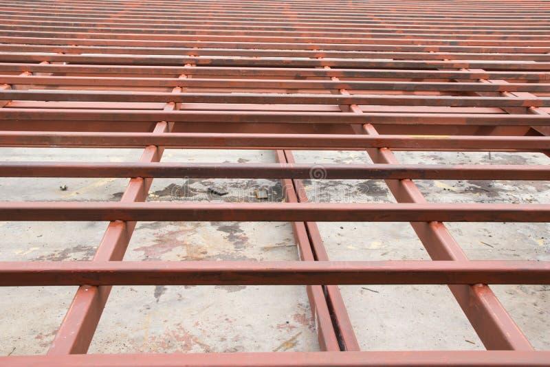 Acero de la estructura en emplazamiento de la obra fotos de archivo