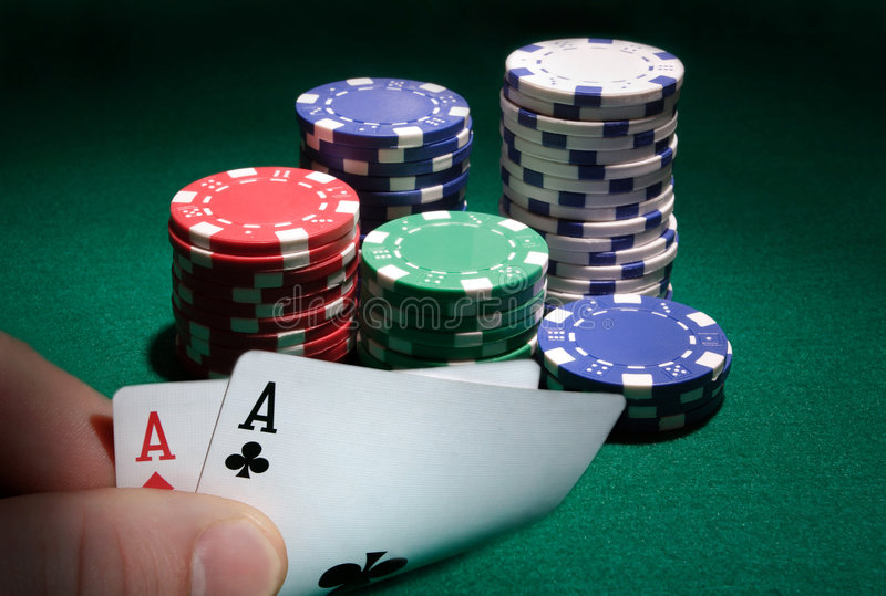 aces игра смотря карманный покер стоковые фото
