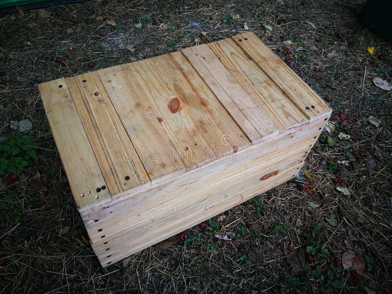 Acessórios acima de acampamento de madeira do bloco da caixa fotografia de stock