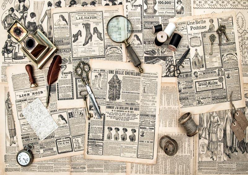 Acessórios, costura e ferramentas antigos da escrita, advertisi do vintage fotografia de stock