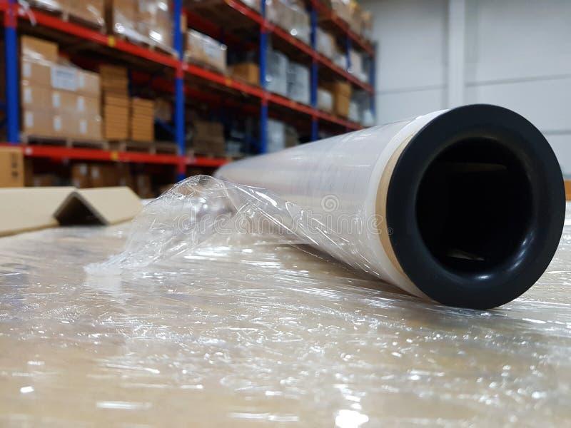 Acessórios da embalagem no local de trabalho da indústria, envoltório Indust do estiramento imagem de stock royalty free