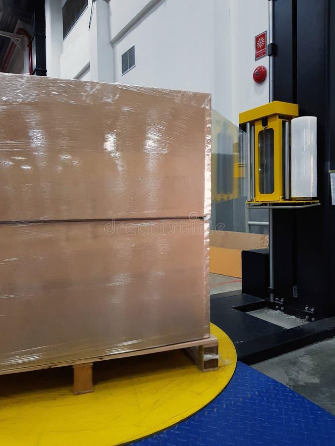 Acessórios da embalagem no local de trabalho da indústria, Stre semiautomático imagens de stock royalty free
