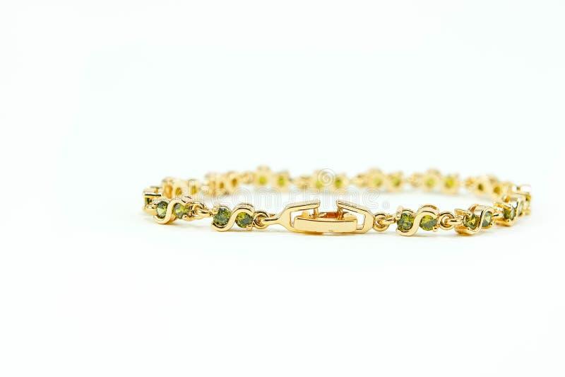 Acessórios de Emerald Bracelet Jewelry no fundo branco fotografia de stock