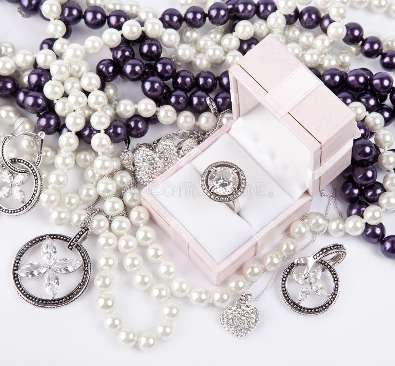 Acessórios de prata luxuosos fotografia de stock royalty free