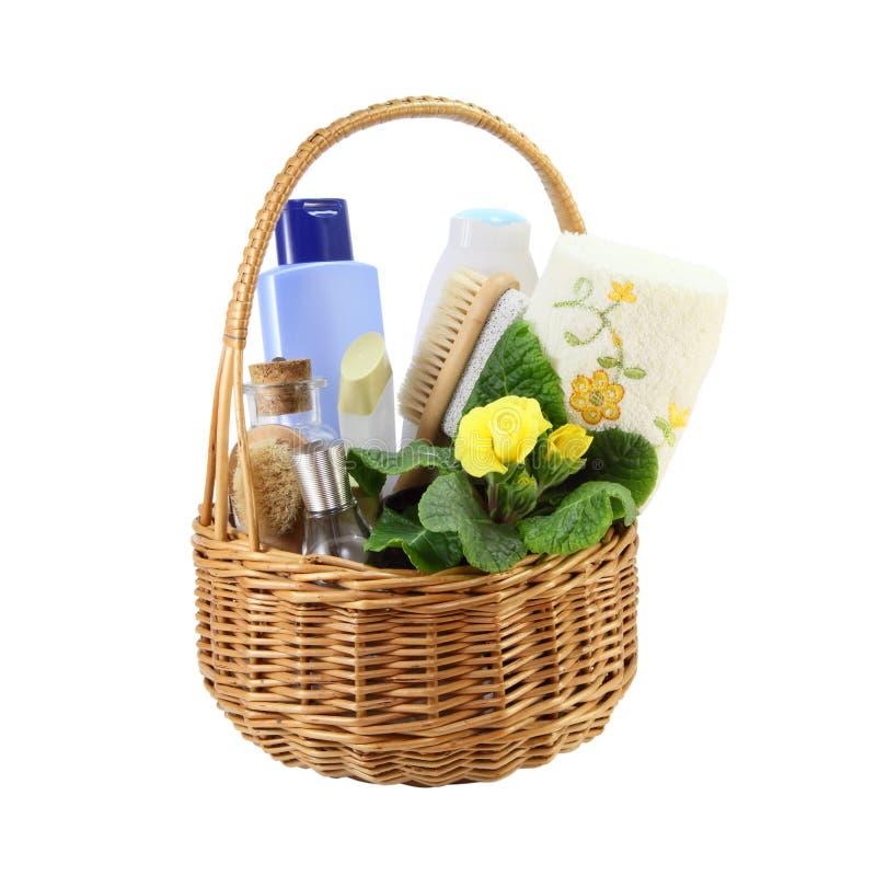 Acessórios do banho na cesta fotografia de stock royalty free