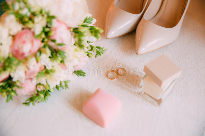 Acessórios do casamento Ramalhete e acessórios da noiva imagem de stock royalty free
