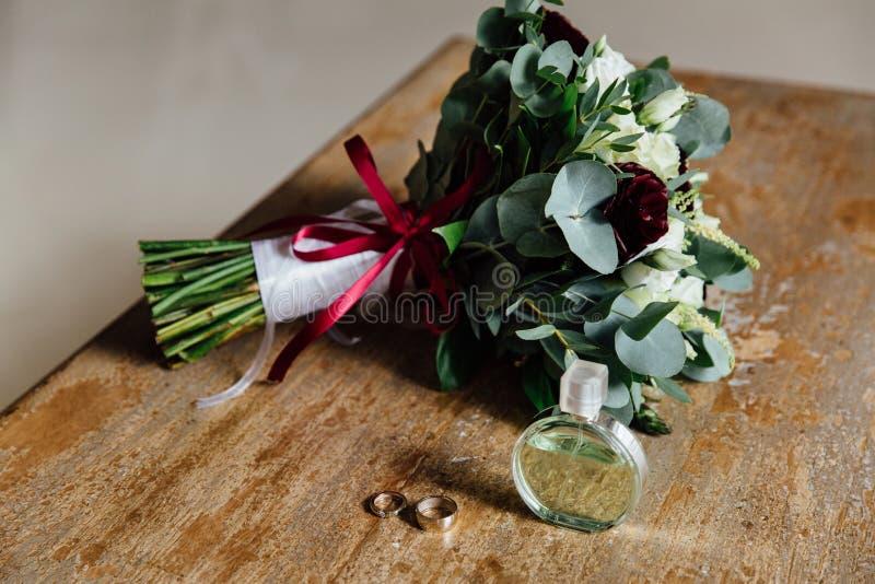 Acessórios do casamento Ramalhete e acessórios da noiva detalhes fotos de stock