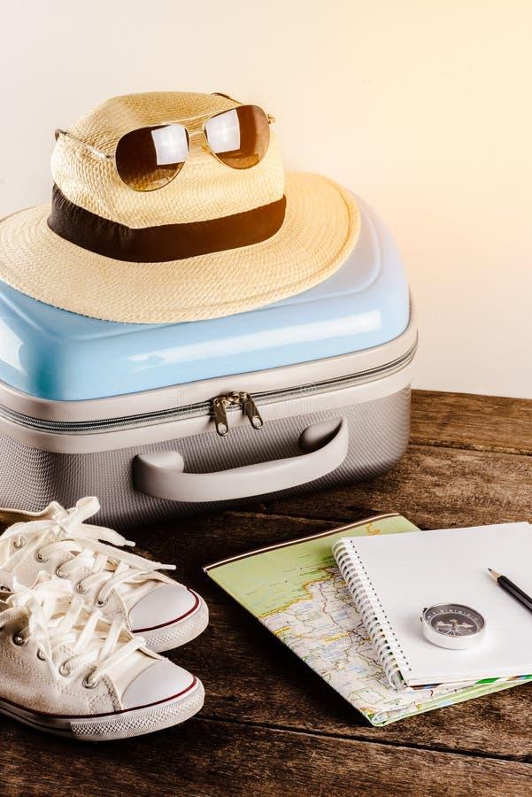 Acessórios do curso para a viagem do curso passports fotos de stock royalty free