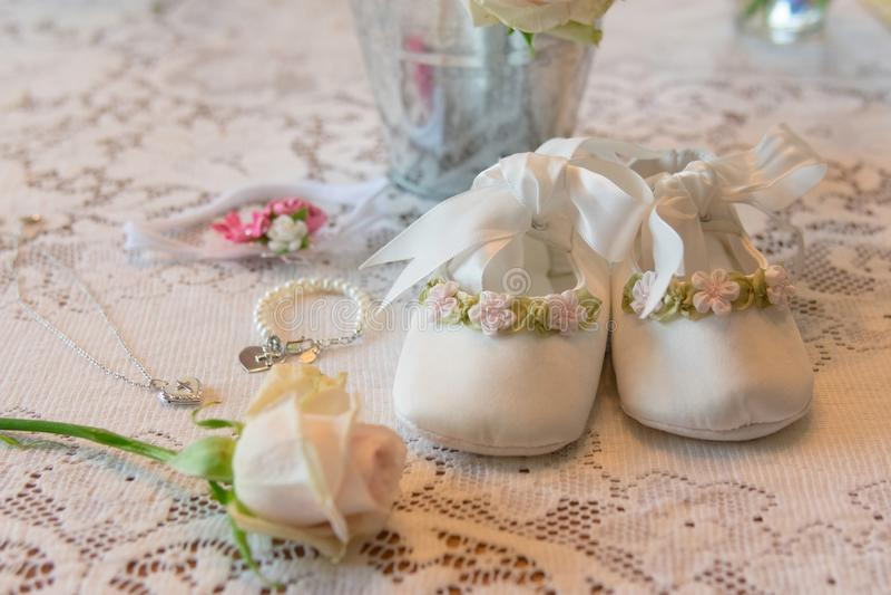 Acessórios do dia do batismo do bebê imagens de stock