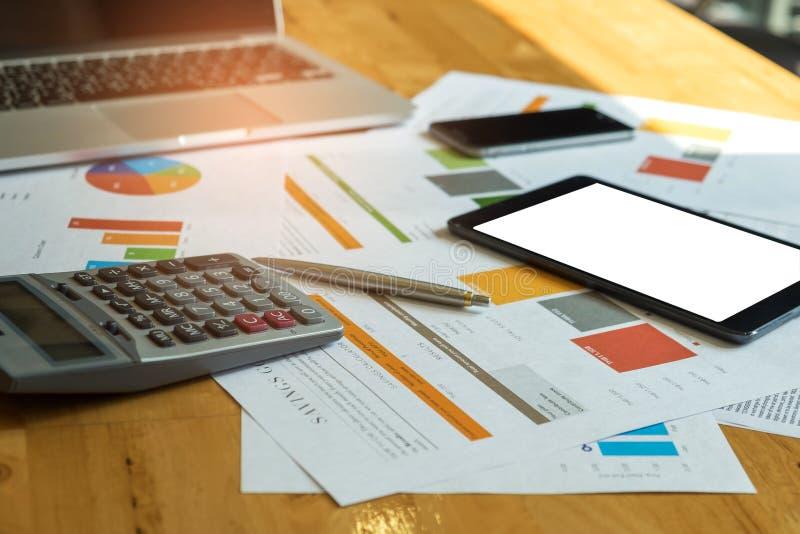 Acessórios do negócio, portátil, calculadora, tabuleta, telefone esperto, fotografia de stock