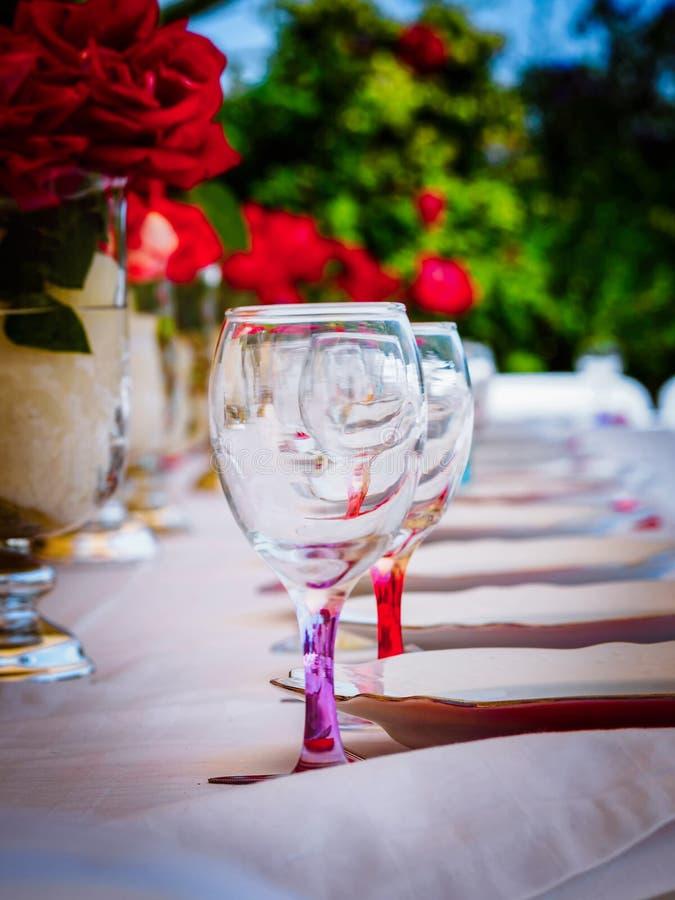 Acessórios do vidro e do jantar fotos de stock royalty free