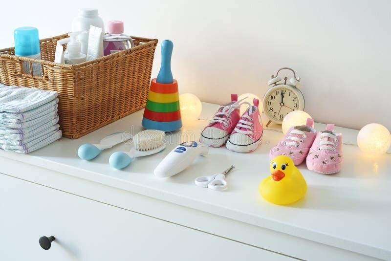 Acessórios e bens do bebê imagens de stock royalty free