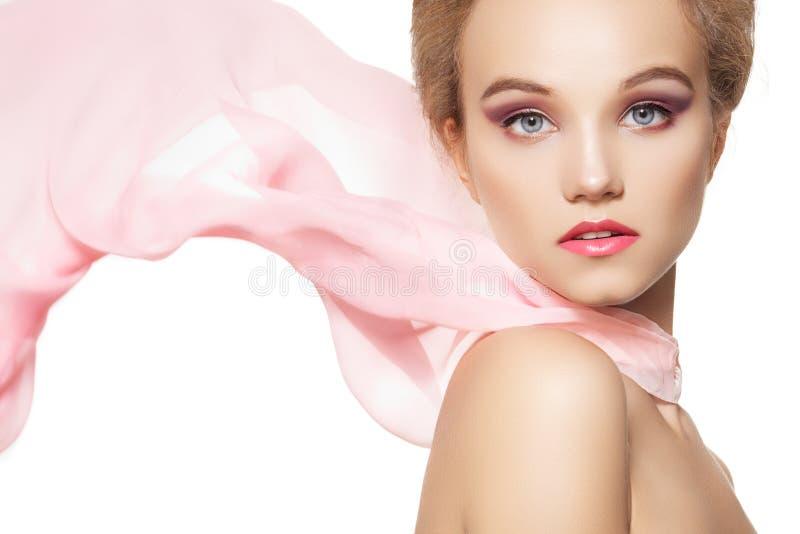 Acessórios. Menina da forma com lenço de seda, composição fotos de stock