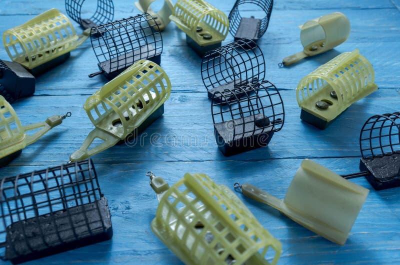 Acessórios necessários para a pesca do alimentador Opinião lateral dos alimentadores do alimentador fotografia de stock