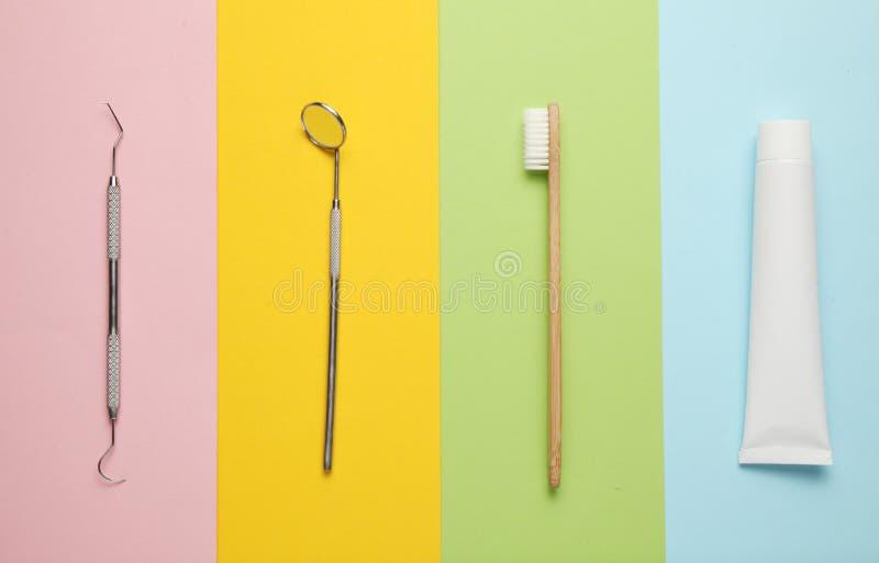 Acessórios para a higiene oral e a escovadela Prevenção da cárie nas crianças fotografia de stock royalty free