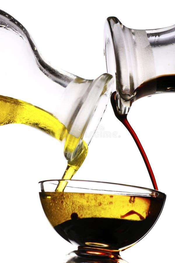 Aceto balsamico ed olio di oliva immagine stock