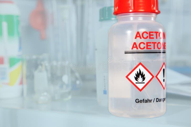 Aceton-Flasche lizenzfreie stockbilder