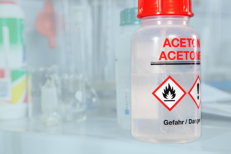 Aceton flaska royaltyfria bilder