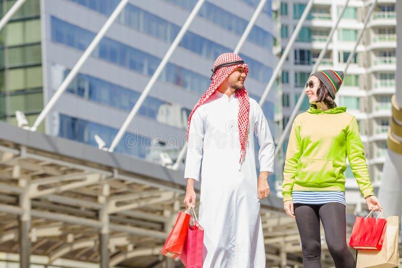 Achat arabe d'hommes photos stock
