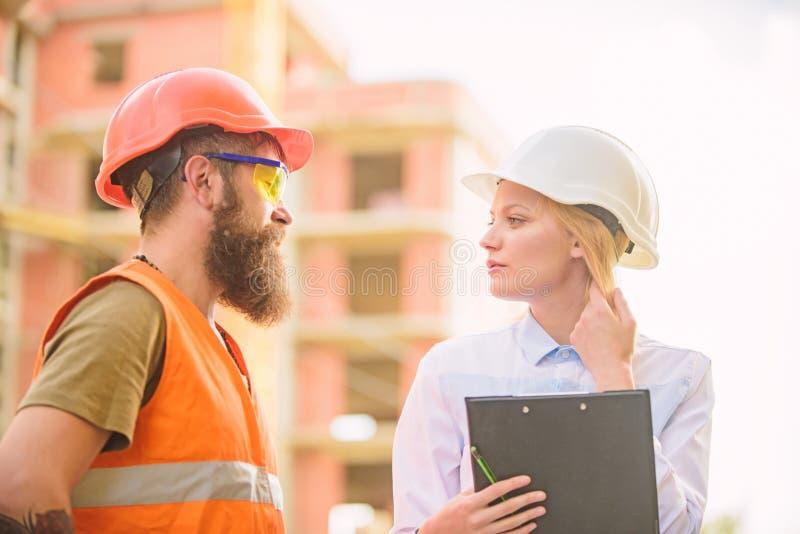 Achat des matériaux de construction Industrie du bâtiment Concept réussi d'affaire Approvisionnement en bâtiment établi par agent images stock