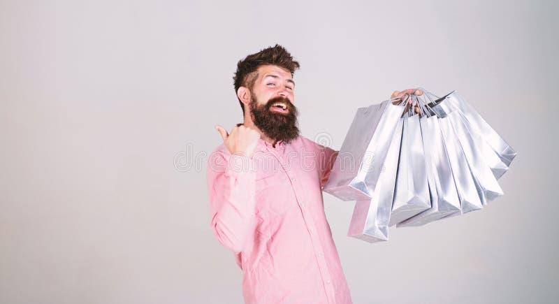 Achat vendredi noir Achats heureux avec des sacs en papier de groupe Affaire profitable Consommateur d?pendant de achat Vente tot images libres de droits