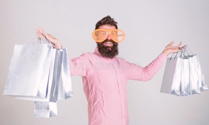 Achat vendredi noir Achats heureux avec des sacs en papier de groupe Consommateur dépendant de achat Affaire profitable Comment o photo stock