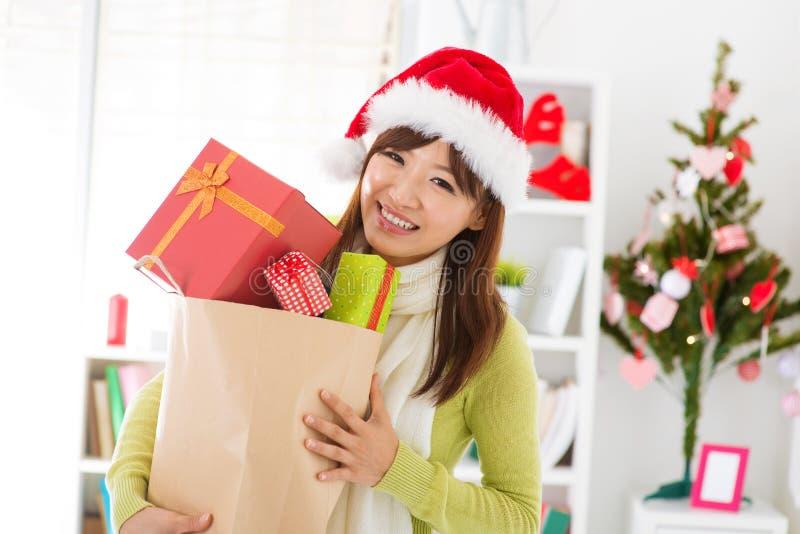 Achats de cadeau de Noël photographie stock