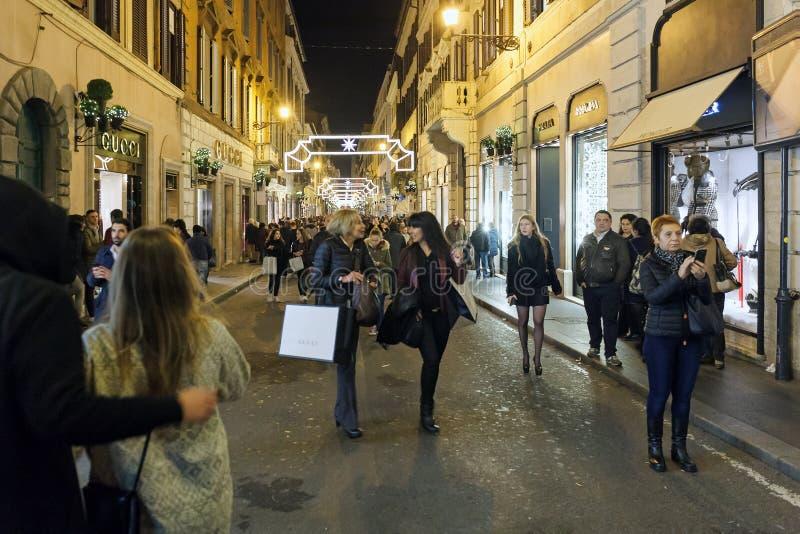 Achats de Noël à Rome photo libre de droits