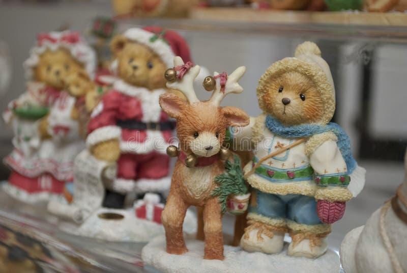 Achats de Noël, petits ours et cerfs communs étroitement  images libres de droits