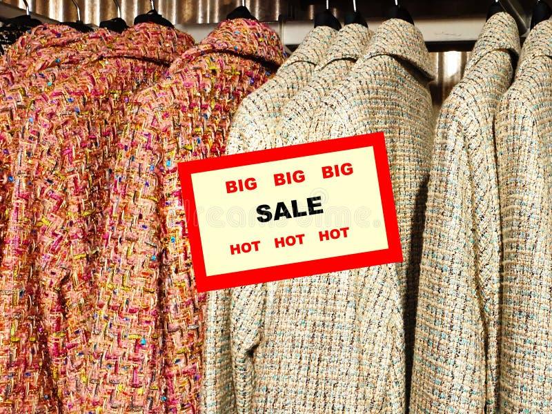 Achats de remise d'été de vente de fond d'accessoires d'habillement de femmes de petit prix de vente de bannière grands pour le c photo libre de droits