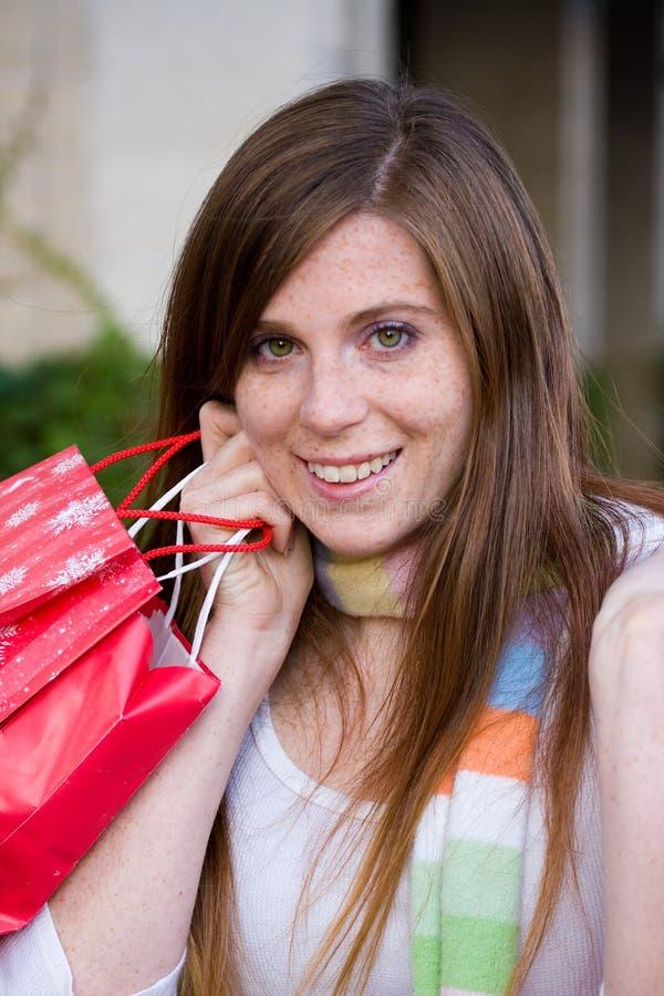 Achats heureux de femme photographie stock libre de droits