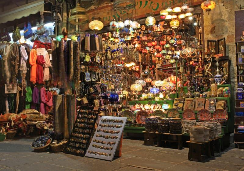 Achats traditionnels dans la ville de Rhodes photographie stock