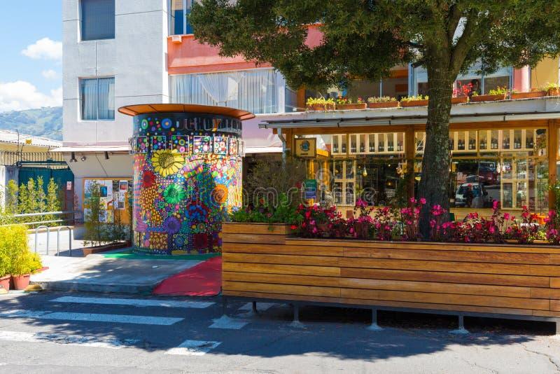 Acht und ein halber Kinoeingang im Floresta-Bezirk Quito lizenzfreie stockfotografie