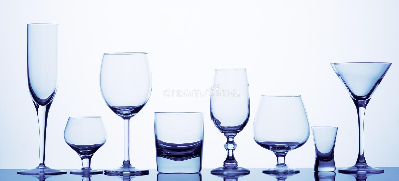 Acht verschillende glazen royalty-vrije stock foto