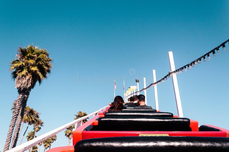 Achtbaan in Santa Cruz Boardwalk, Californië, Verenigde Staten stock afbeelding