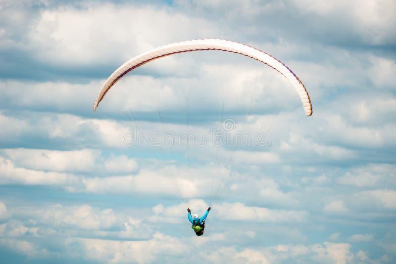 Achter of achtermening van glijscherm het vliegen royalty-vrije stock afbeeldingen