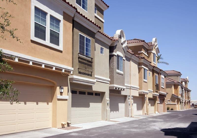 Achter ingangen aan de Huizen van het Flatgebouw met koopflats van Arizona royalty-vrije stock foto's