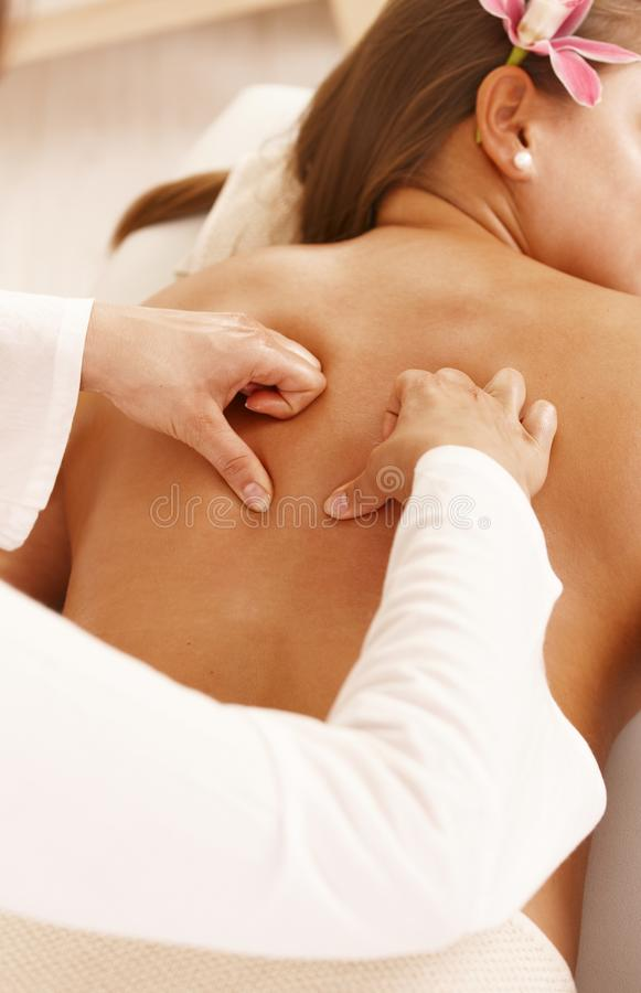 Achter massage stock foto's