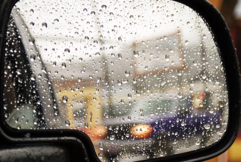 Achter mening in de regen stock fotografie