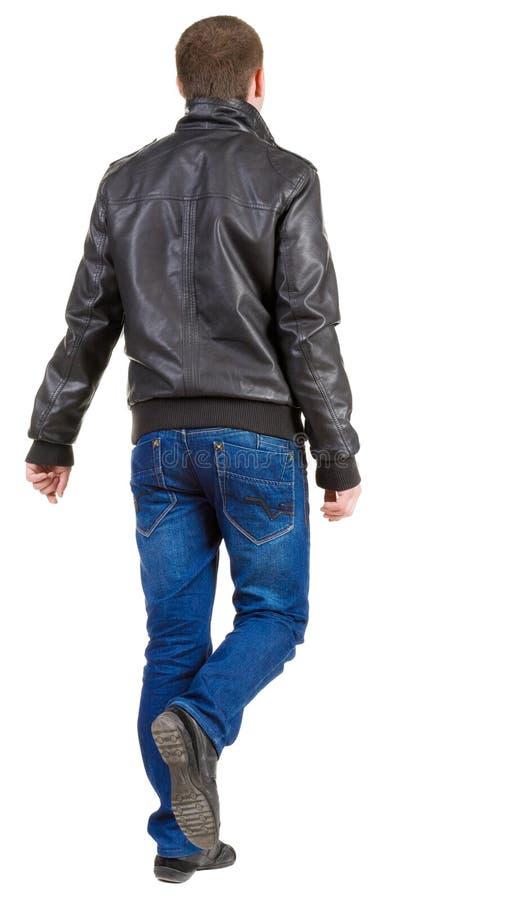 Achter mening van de lopende knappe mens in jasje. stock afbeeldingen