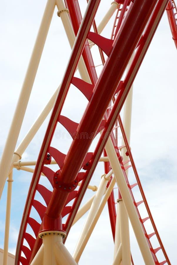 Achterbahn-Spur-Abschluss oben lizenzfreie stockbilder