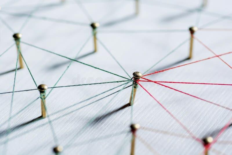 Achtergrond Abstract conceptenidee van netwerk, sociale media, Internet, groepswerk, mededeling Verbonden punaisen royalty-vrije stock afbeeldingen