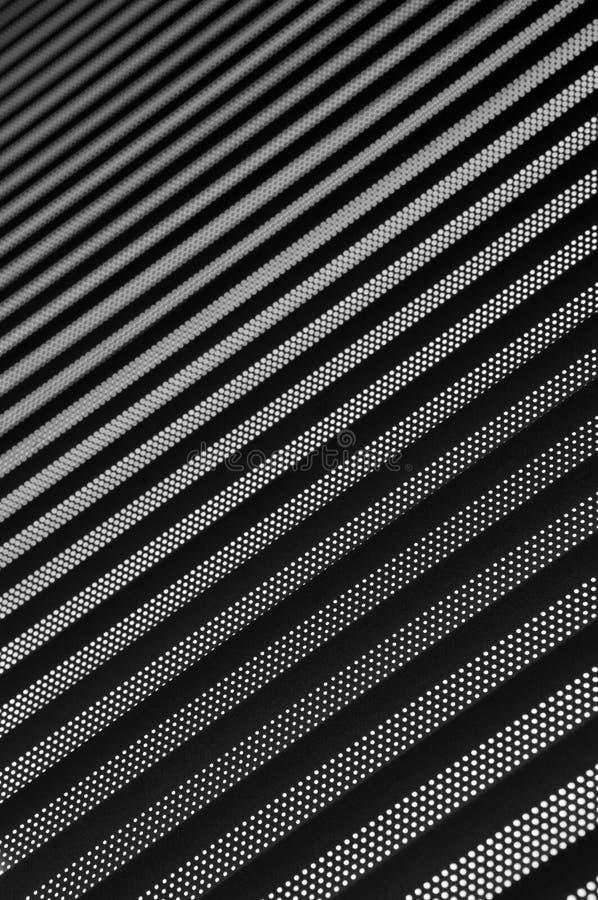 Achtergrond die uit lichte en donkere strepen van diagonaal met het geleidelijke vertroebelen bestaan stock afbeeldingen