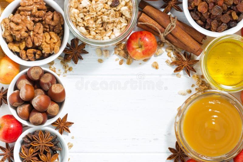Achtergrond en ingrediënten voor bakselappelen, hoogste mening royalty-vrije stock fotografie