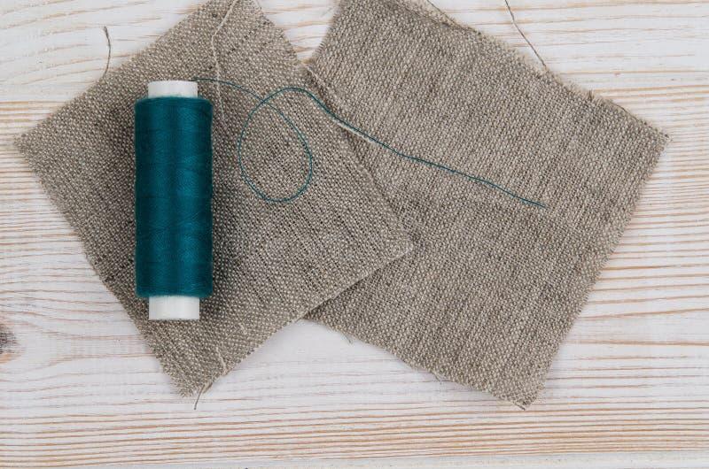 Achtergrond met het naaien van en het breien van hulpmiddelen Hoogste mening stock fotografie