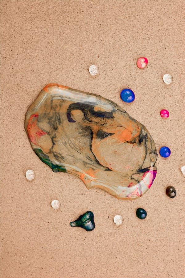 Achtergrond met kleurrijke waterdalingen wordt behandeld in close-up dat royalty-vrije stock afbeelding