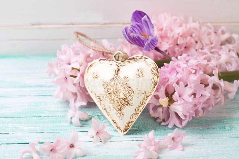 Achtergrond met verse bloemenhyacinten, krokus en decoratief royalty-vrije stock foto