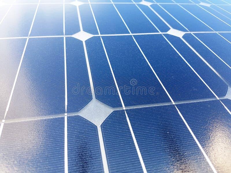 Achtergrond met zonnecellen Nuttig, modern en goedkoop Groot voor milieu royalty-vrije stock foto