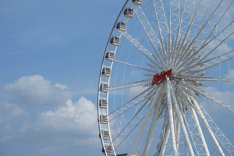 Achtergrond van de Ferris de grote Hemel royalty-vrije stock afbeelding